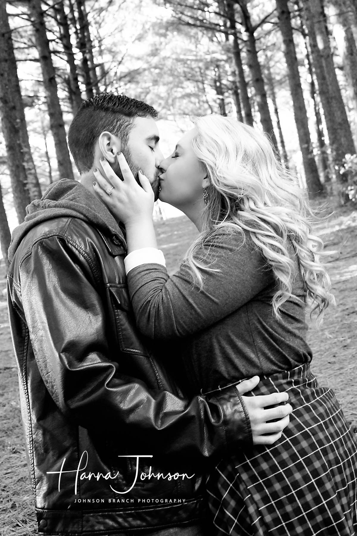 Beautiful black and white engagement photo in lexington, KY